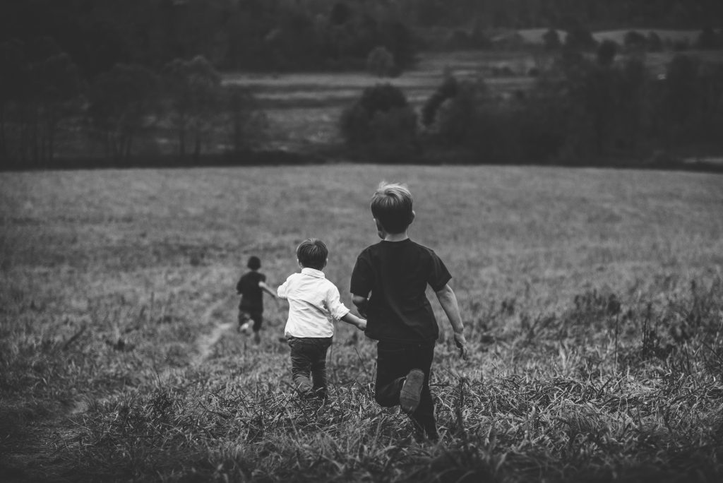 Hier sieht man laufende Kinder